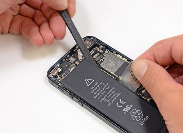 Hướng dẫn chữa điện thoại sạc không vào pin - Thay pin điện thoại mới