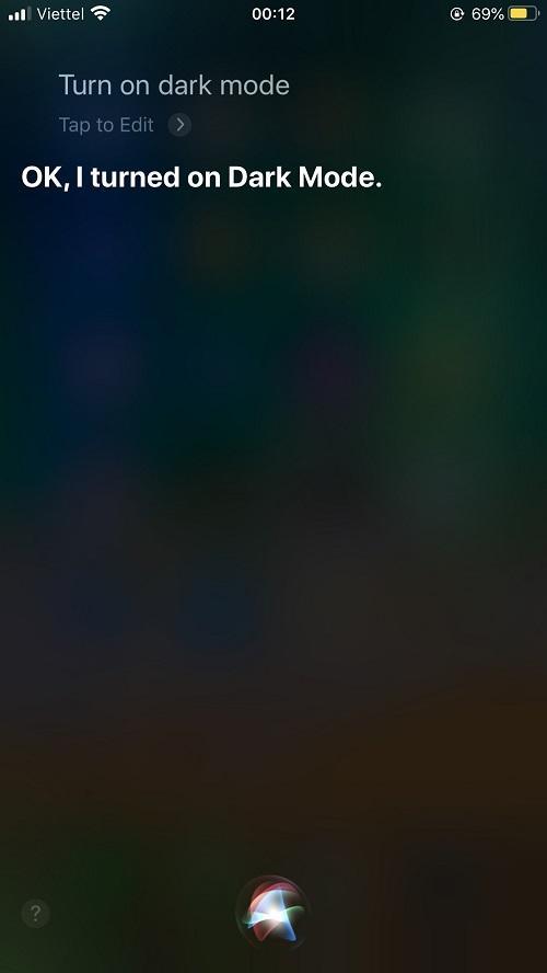 Cách bật chế độ Dark Mode trên iPhone bằng Siri
