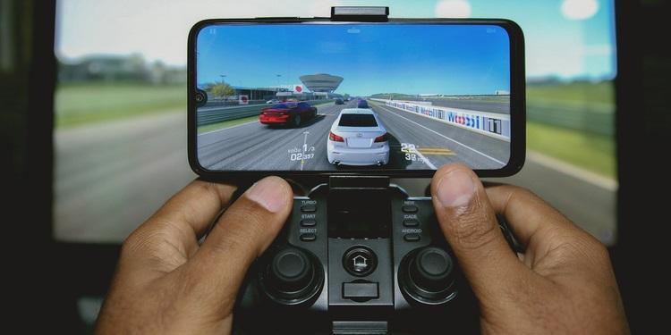 Trang bị thêm phụ kiện chơi game trên điện thoại Android